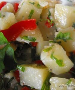 Salata de cartofi cu usturoi