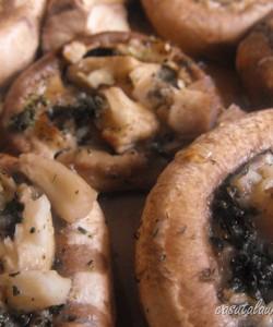 Ciuperci coapte cu cimbru si usturoi
