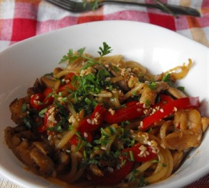 Paste cu pui, sos de soia si susan – asian style