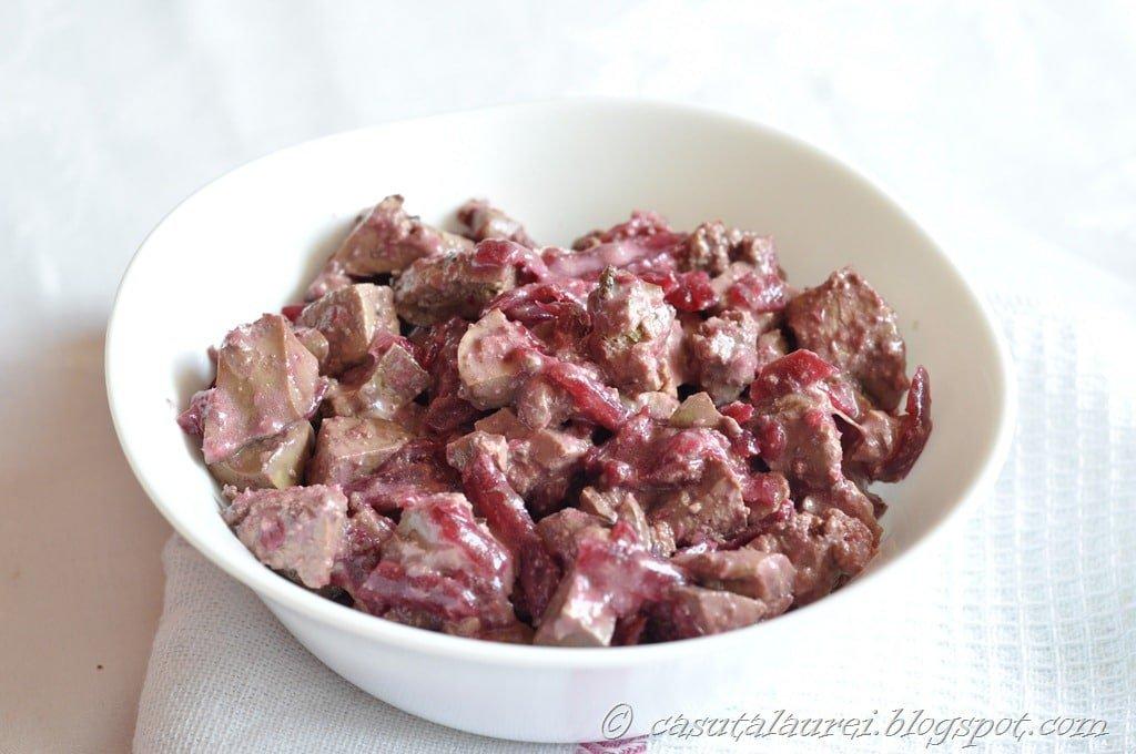Salata de ficatei cu sfecla rosie