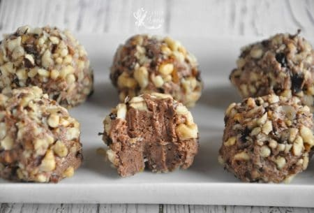 bomboane de ciocolata invelite in nuca macinata