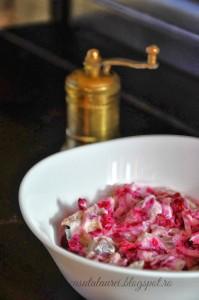 Salata de macrou afumat cu sfecla
