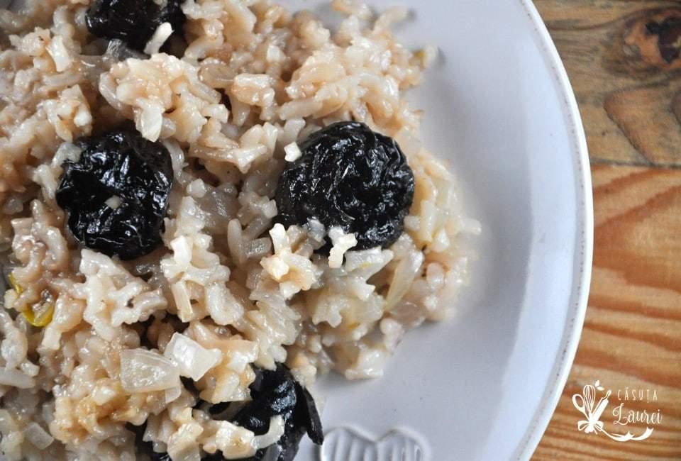 orez cu prune uscate
