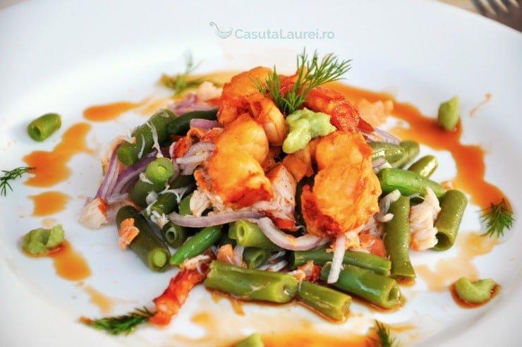 salata calda cu fasole verde si homar