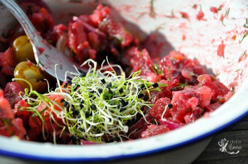 Salata ucraineana cu sfecla rosie