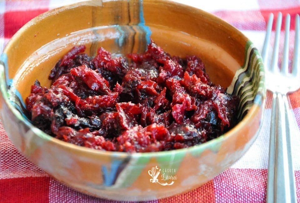 salata de sfecla rosie servit in bol