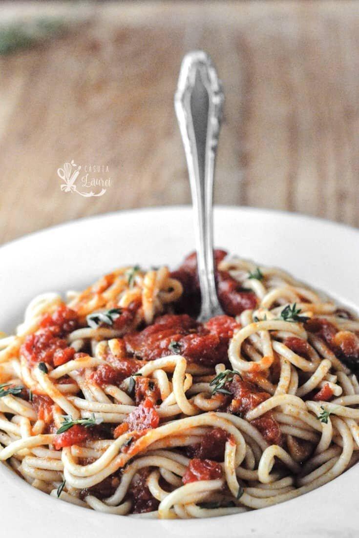 spaghetti marinara cu parmezan