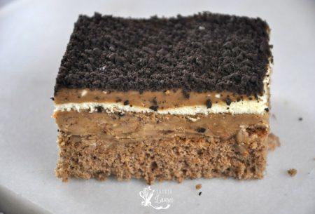 prajitura primarita cu blat de nuca si crema de cafea